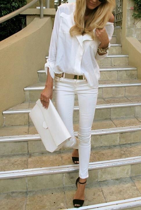 Camicia bianca e jeans bianchi