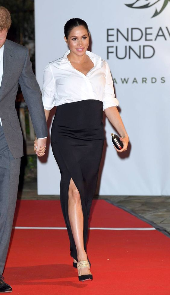 Meghan Markle con camicia bianca outfit