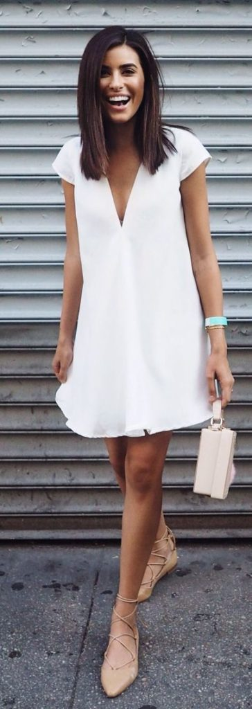 vestito bianco con accessori nude