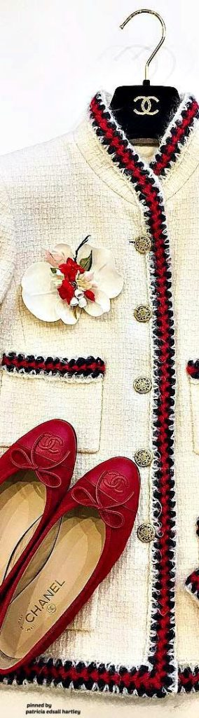 Chanel immagini. Come abbinare la giacca Chanel. Giacca in tweed, giacchina bouclé. #chanel #boucle #moda2019 #2019fashiontrends #over40 #over40fashion