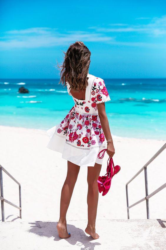 vestito bianco a fiori