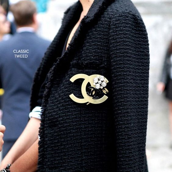 Come abbinare la giacca Chanel. Giacca in tweed, giacchina bouclé. #chanel #boucle #moda2019 #2019fashiontrends #over40 #over40fashion