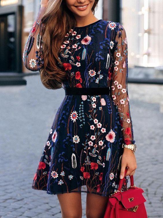 vestito blu a fiori abbinamento