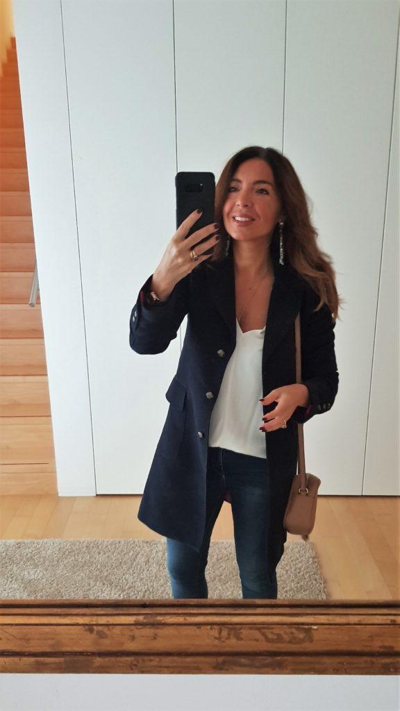 Blusa bianca e jeans con borsa Gucci Disco