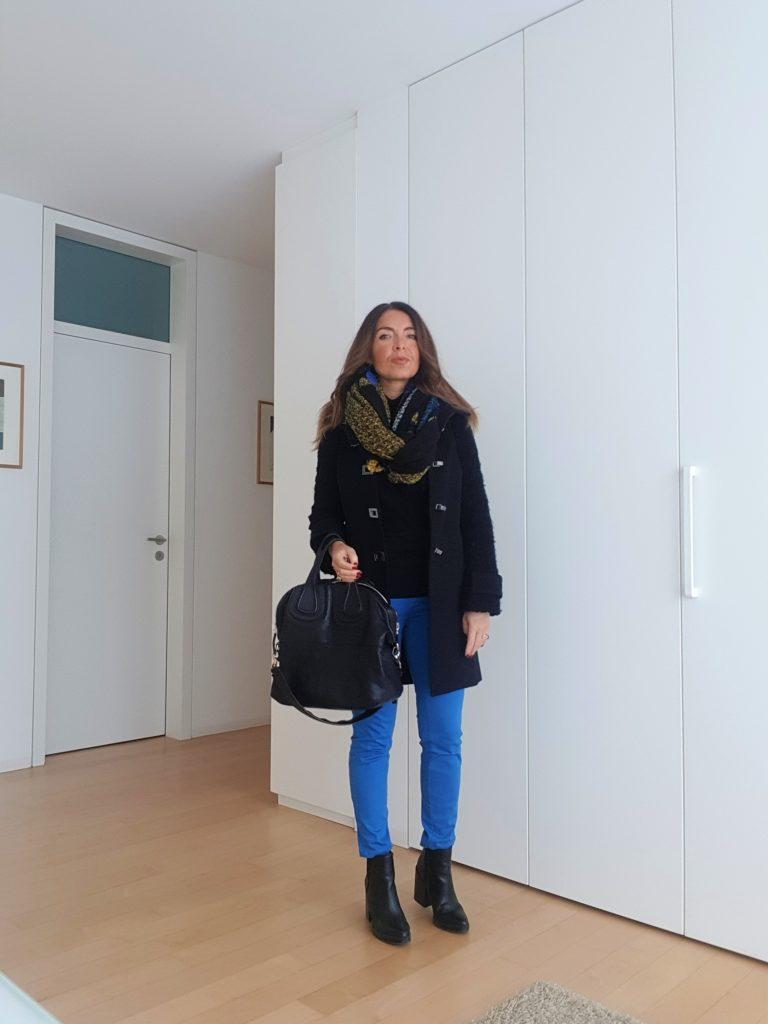 Outfit nero e bluette