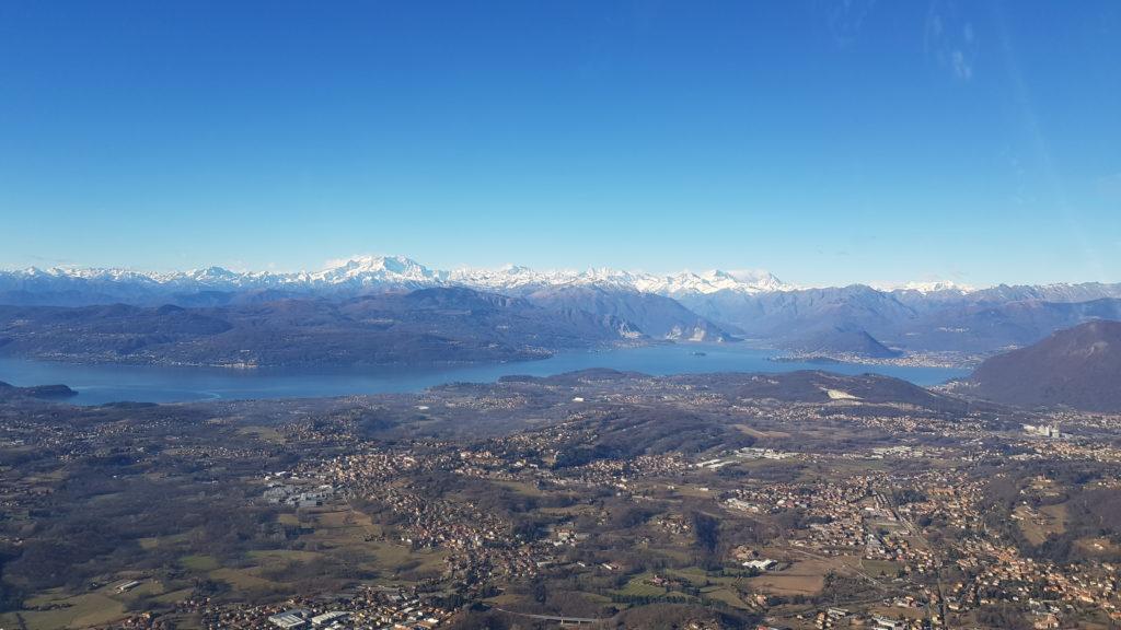 Lago Maggiore e massiccio del Monte Rosa in lontananza