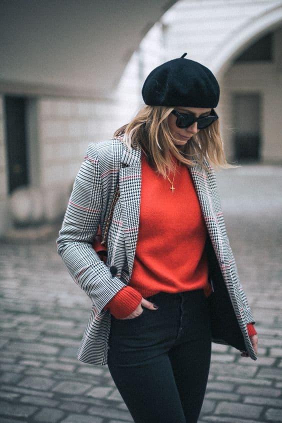 Giacca a quadri e camicia rossa