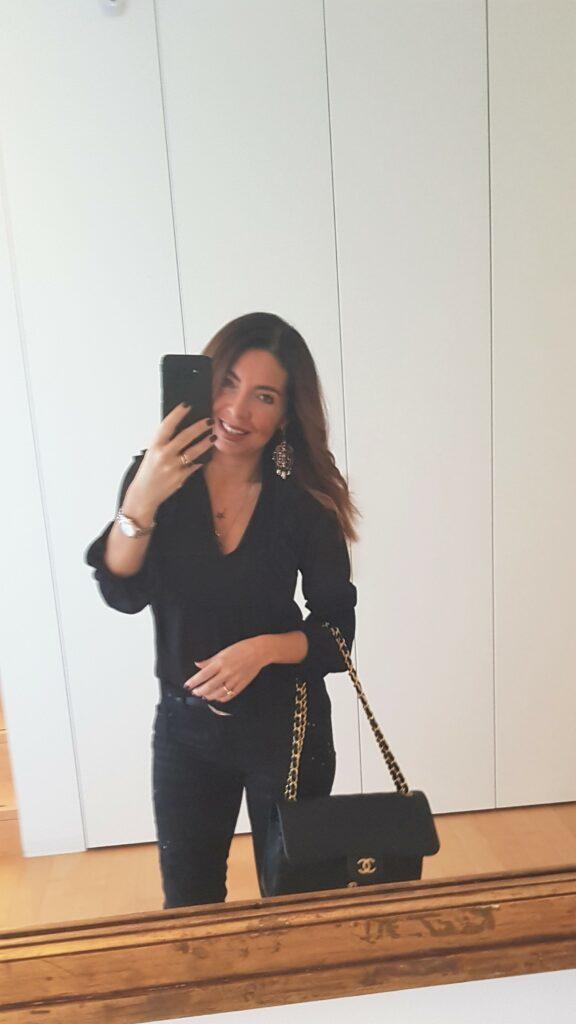 Look bianco e nero: look del giorno total black con Chanel Jumbo, cappotto bianco, jeans neri. Moda donna 2019. Moda over 40. #over40 #moda2019 #2019fashion #2019fashiontrends #gucci