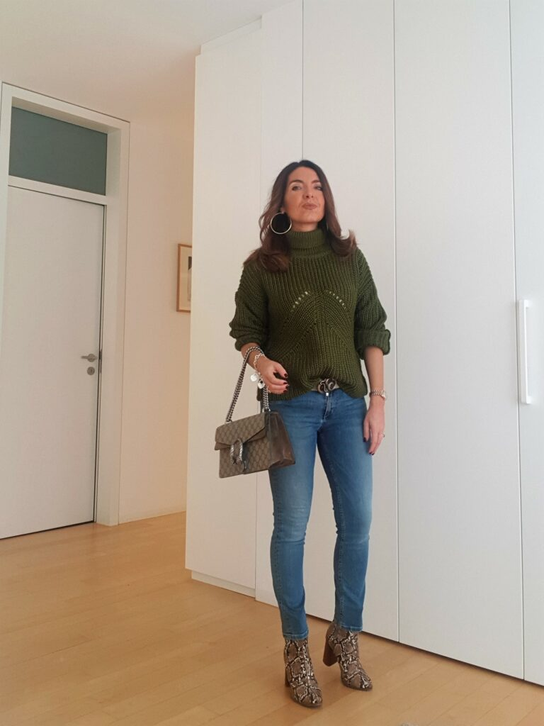 Look del giorno: maglia verde outfit . Moda over 40. Moda donna inverno 2019. Outfit donna. #outfit #ootd #gucci #guccidionysus #over40