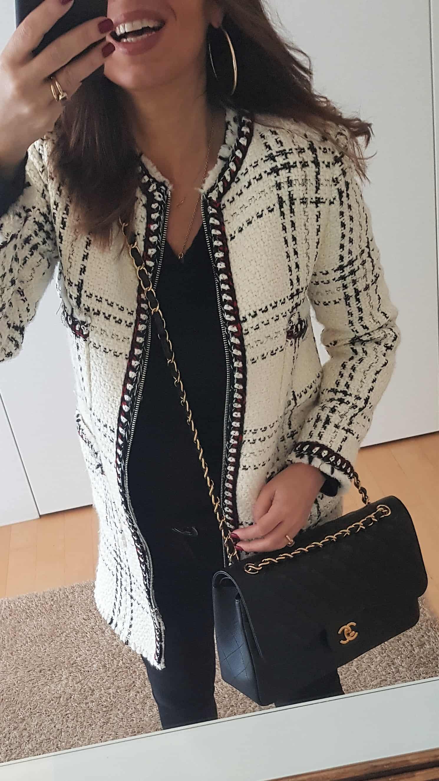 Outfit bianco e nero con borsa Chanel