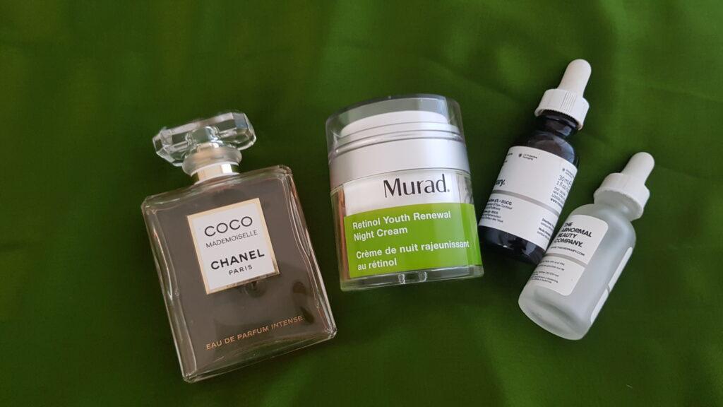 Crema anti età davvero efficace, profumo Chanel, sieri The Ordinary