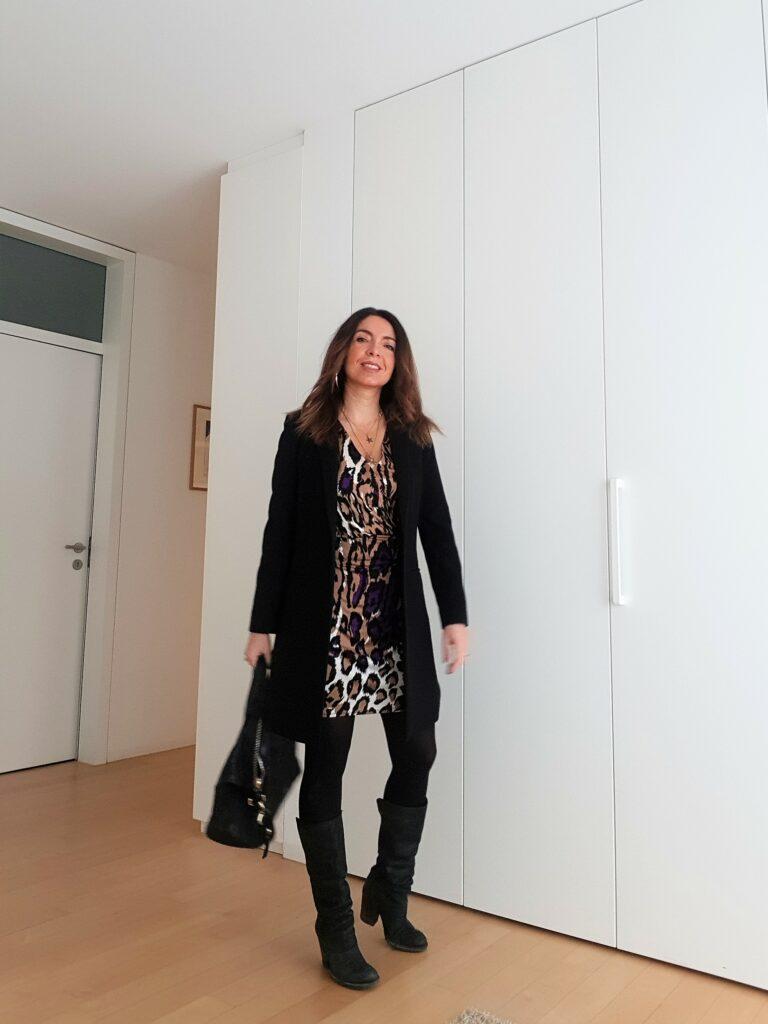 Abbinamento abito leopardato e nero