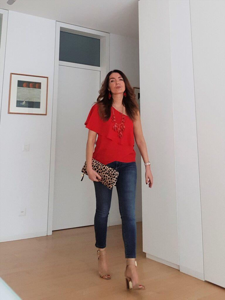 outfit estivo per la sera con rosso e leopardato