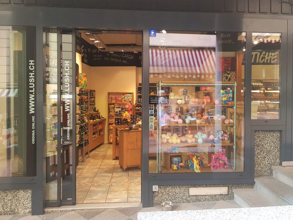 Lush badebomben seifen shampoos im Lush Store Lugano , Lush Schweiz