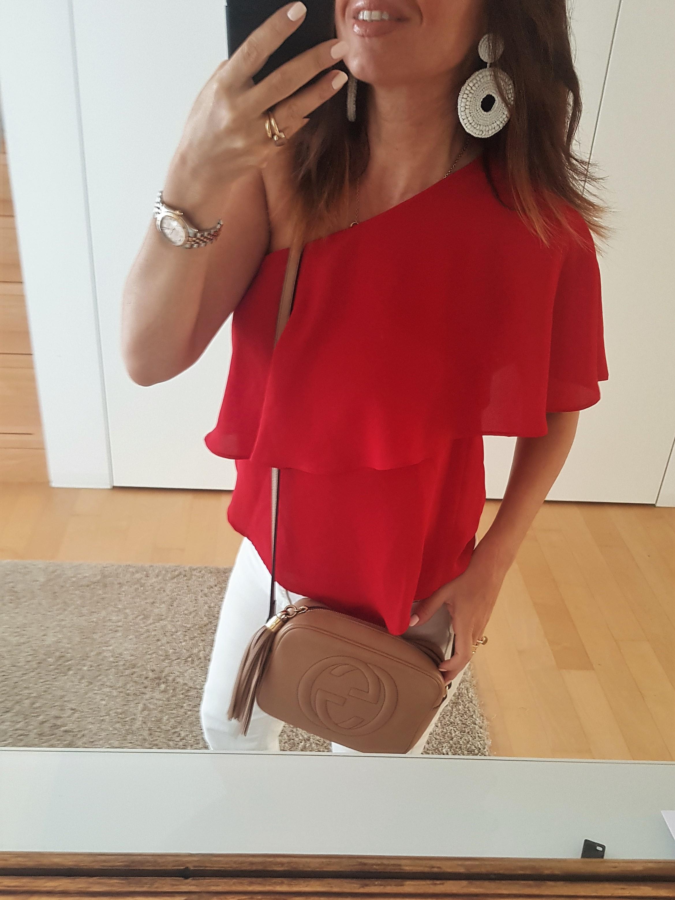 maglia rossa elegante abbinamenti
