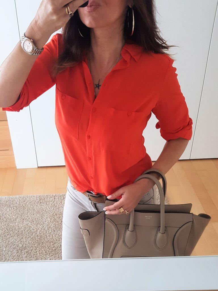 blusa in viscosa, presa su Amazon a 14 euro e disponibile in tanti altri colori