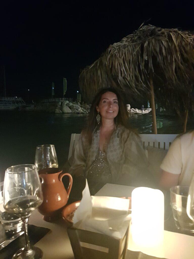 cena a Lindos sulla spiaggia