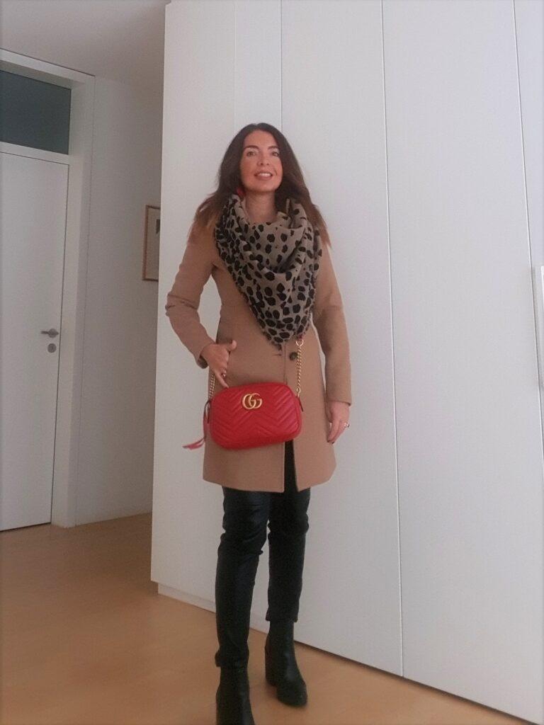 borsa rossa a tracolla