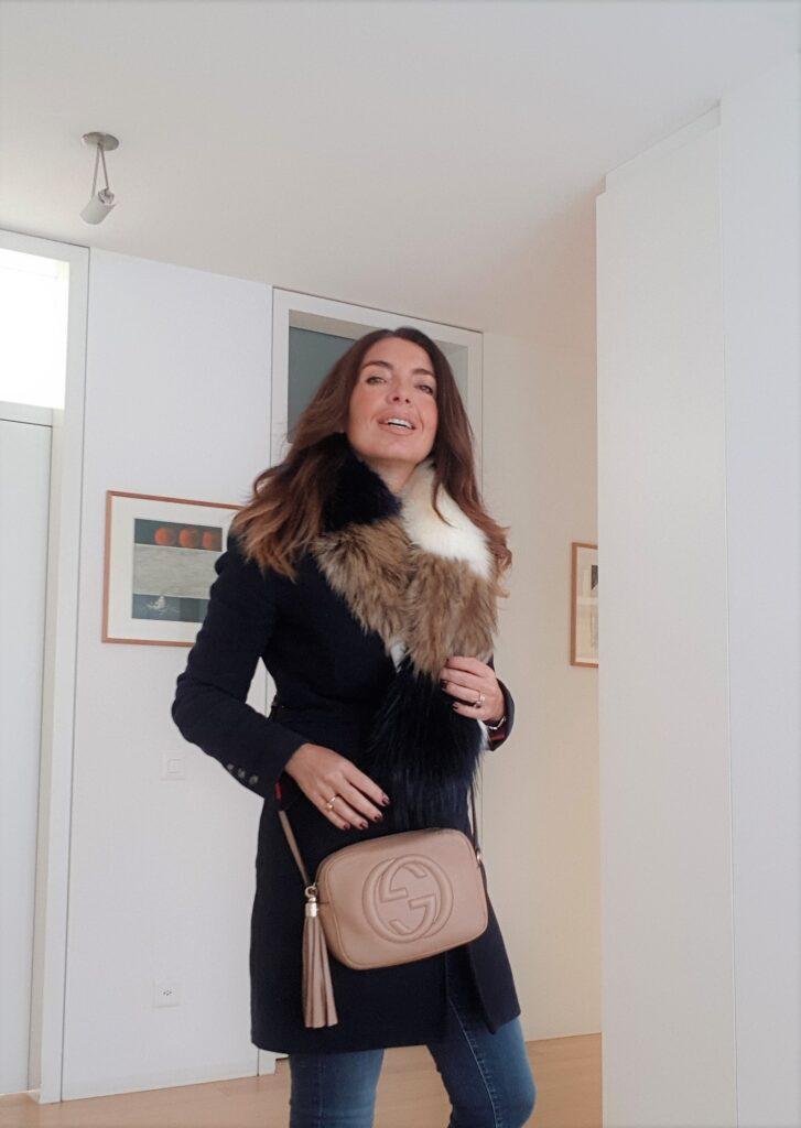 collo di pelliccia ecologica per outfit invernali
