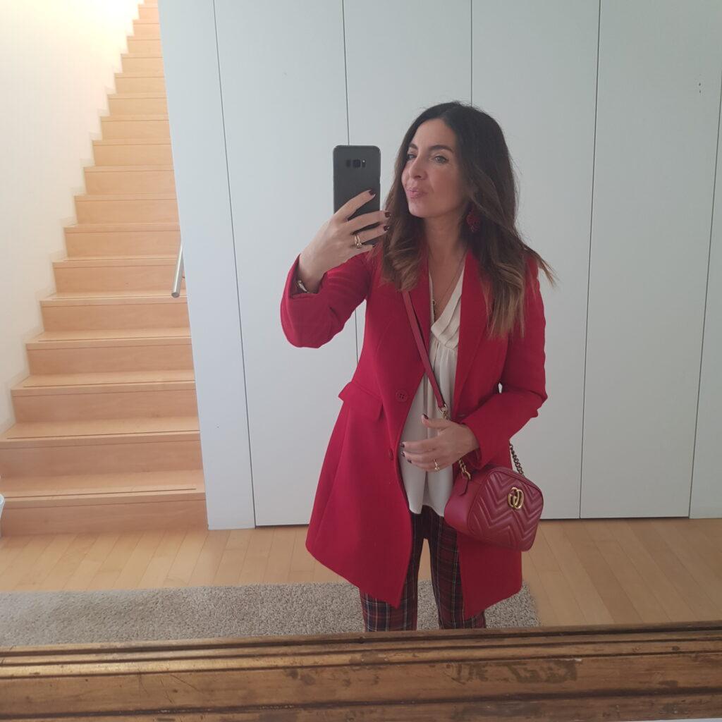 Cosa abbinare ad un cappotto rosso