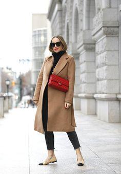 Wie kombiniert man einen beigen Mantel