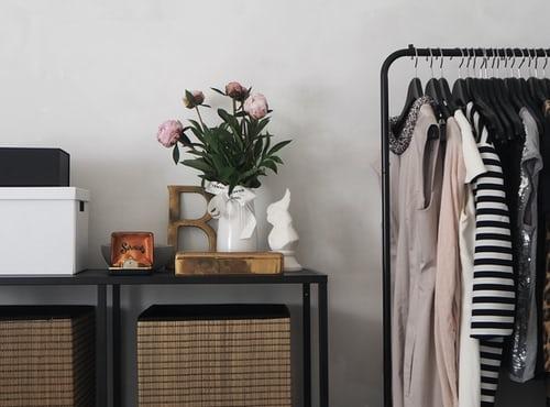 wie entrümple ich meinen Kleiderschrank mit Decluttering