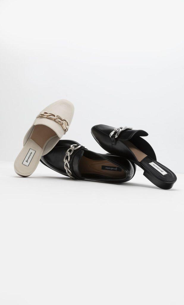 Moda scarpe primavera estate 2021: mules con catena
