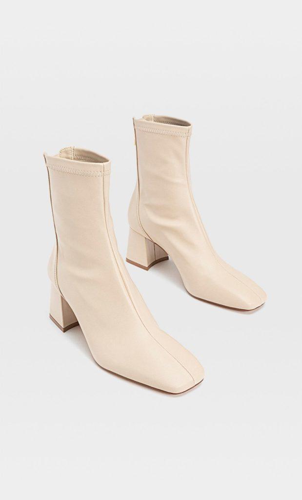 Moda scarpe primavera estate 2021: stivaletti panna