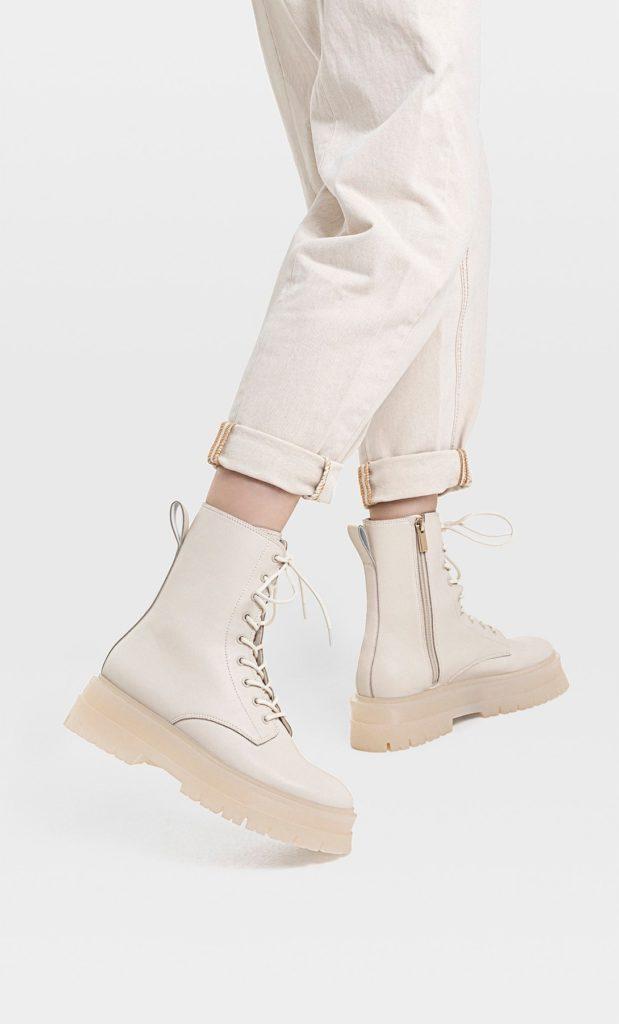 Moda scarpe primavera estate 2021: stivaletti chelsea chiari